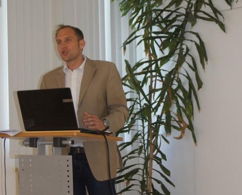 Alumni Business Tour zur Diakonie de La Tour: Matthias Liebenwein informiert über den Fachbereich, die Unternehmensphilosoophie und Geschichte der Diakonie de La Tour | Foto: aau/KK