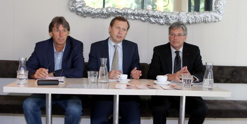 USI-Direktor Franz Preiml, Dekan Erich Schwarz und Sportreferent LH Peter Kaiser   Foto: LPD/QSpictures