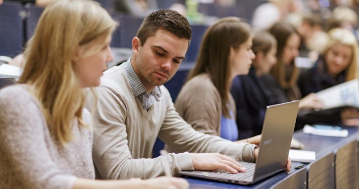 Studierende im Hörsaal an der Universität Klagenfurt