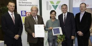 Wiederverleihung des Gütesiegels von Gesundheitsminister Alois Stöger an die AAU. Der Preis wurde von Waltraud Sawczak entgegengenommen.