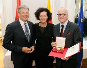 LH Peter Kaiser, Maja Haderlap und Klaus Amann mit dem Großen Goldenen Ehrenzeichen des Landes Kärnten