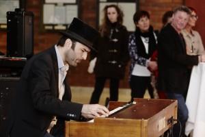 Musikalischer Begleitung von Tonč Feinig an der Hammond-Orgel | Foto: aau/Puch