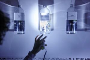 Retrospektiver Blick in die Flasche | Foto: aau/Puch