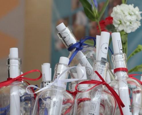 Flaschenpost für die Gäste | Foto: aau/pibal