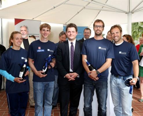Das Siegerteam der AAU Anna Berger, Florian Berg, Roland Prünster und Kurt Traer mit Rektor Oliver Vitouch | Foto: QSpictures