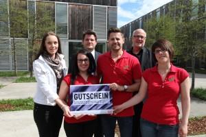 MitarbeiterInnen des build! Gründerzentrum mit Rektor Oliver Vitouch und Lakeside Park GF Hans Schönegger   Foto: Hoi
