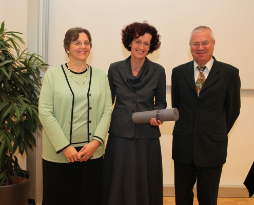 Dekanin Verena Winiwarter, Ehrendoktorin Maja Haderlap und Studienrektor Franz Rendl | Foto: aau/Hoi