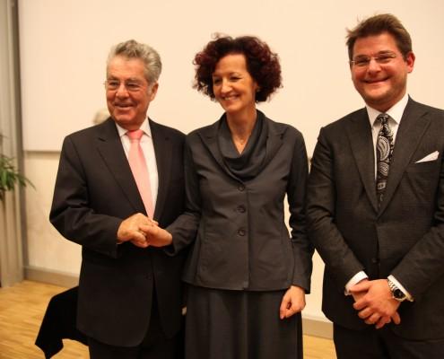 Bundespräsident Heinz Fischer, Ehrendoktorin Maja Haderlap und Rektor Oliver Vitouch | Foto: aau/Hoi