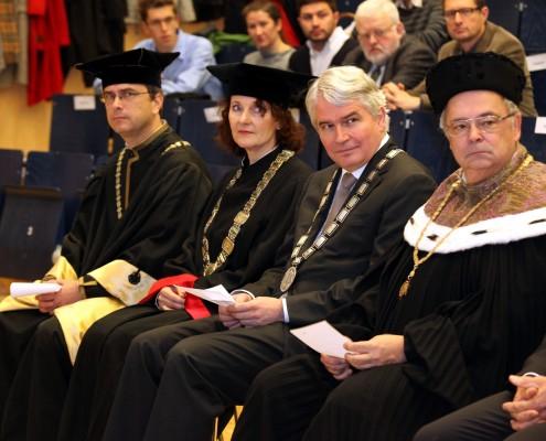 Vizerektor Peter Riedler (Universität Graz), Vizerektorin Andrea Hoffmann (TU Graz), Rektor Heinrich Schmidinger (Uni Salzburg) und Rektor Heinz Engl (Uni Wien)   Foto: aau/Hoi