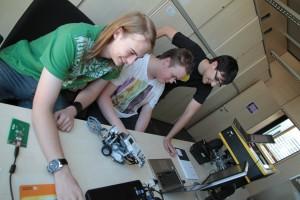 Wie werden RFID basierte Systeme zur Steuerung von Robotern verwendet?   Foto: aau/Pibal