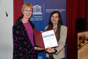 Andrea Sieber nahm die Auszeichnung zum UN-Dekaden-Projekt entgegen.