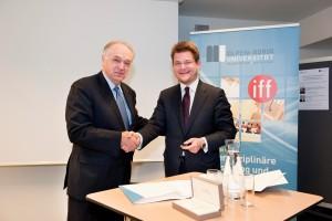 Unterzeichnung des Memorandum of Understanding: Pavel Kabat (li.) und Oliver Vitouch