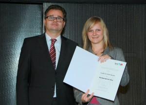 Heribert Wulz (Stellvertretender Leiter Hochschulsektion, BMWFW) mit Preisträgerin Christina Ruß
