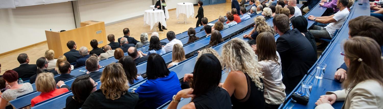 Gäste der Feierstunde (Publikumsaufnahme im Hörsaal A) | Foto: aau/Neumüller