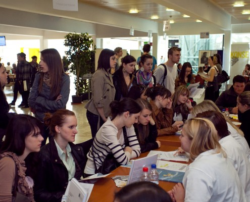 MaturantInnen bei den Beratungsgesprächen | Foto: aau/Wagner