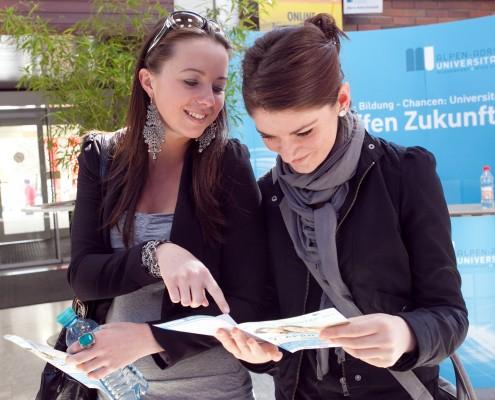 Die AAU informiert umfassend über das Studienangebot | Foto: aau/Wagner
