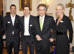 Botschafter Emil Brix (dritter von links) mit AbsolventInnen der AAU | Foto: Uni Graz