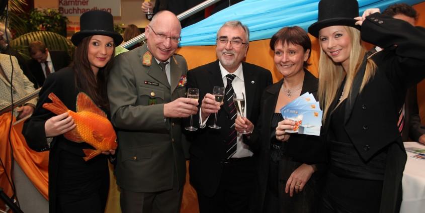 v.li: Brigadier Gunther Spath, Rektor Heinrich C. Mayr, Universitätsratsvorsitzende Herta Stockbauer | Foto: aau/Hoi