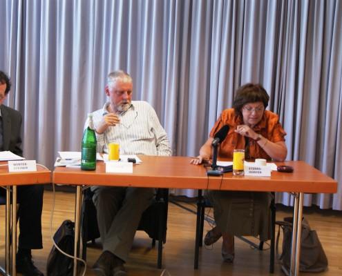 v.l.n.r.: Werner Wintersteiner, Arno Truger, Irene Etzersdorfer | Foto: aau/Daniela Rippitsch