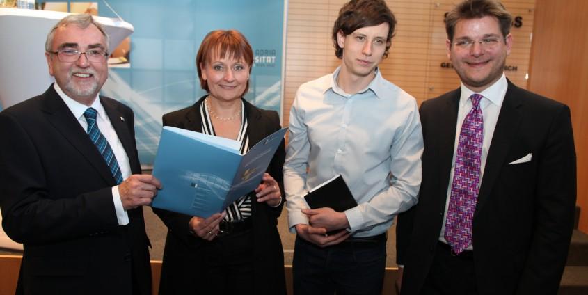 Rektor Mayr, Universitäts-ratsvorsitzende Stockbauer, ÖH-Vorsitzender Sagl und Senatsvorsitzender Vitouch | Foto: aau/Hoi