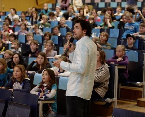 WissenschaftlerInnen mit jungem Publikum | Foto: aau/Puch