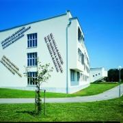 Kunst am Bau Südtrakt Lawrence Weiner | Foto: aau.at