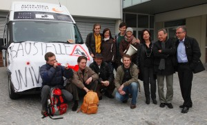 Protest-Delegation auf dem Weg zur Regierungsklausur nach Loipersdorf | Foto: aau/Rauchenwald
