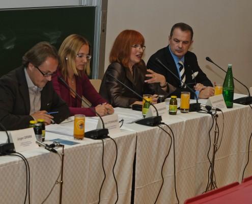 Podiumsdiskussion mit Christine Schachtner, Jürgen Grimm, Elisabeth Klaus, Ernst Primosch und Caroline Weberhofer   Foto: aau/Zeitler