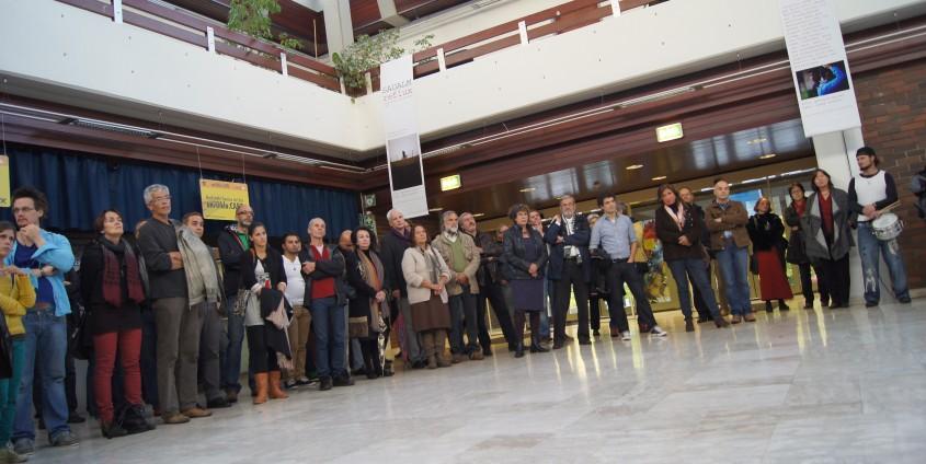 Besucher bei der Eröffnung der Ausstellung | Foto: aau/Maurer