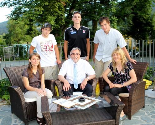 vorne links: Lisa Holzfeind, Heinrich C. Mayr, Julia Schmid; hinten links: Dominik Scherwitzl, Christian Pichler, Thomas Hundertpfund   Foto: aau/Kuess