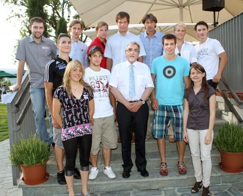 """SportlerInnen im Projekt """"Spitzensport und Studium"""" mit Heinrich C. Mayr und Franz Preiml   Foto: aau/Kuess"""