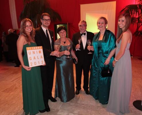 Die Uni Gala 2012: Christian Smerietschnig, Regina und Heinrich C. Mayr, Annegret Landes | Foto: aau/Wagner