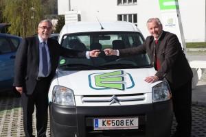 Übergabe eAuto als Testfahrzeug an die Alpen-Adria-Universität   Foto: aau/Hoi