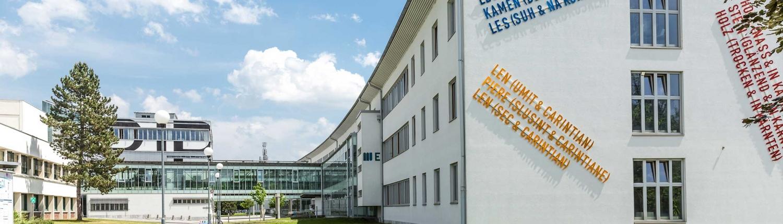 Südtrakt der Universität Klagenfurt von Westen gesehen