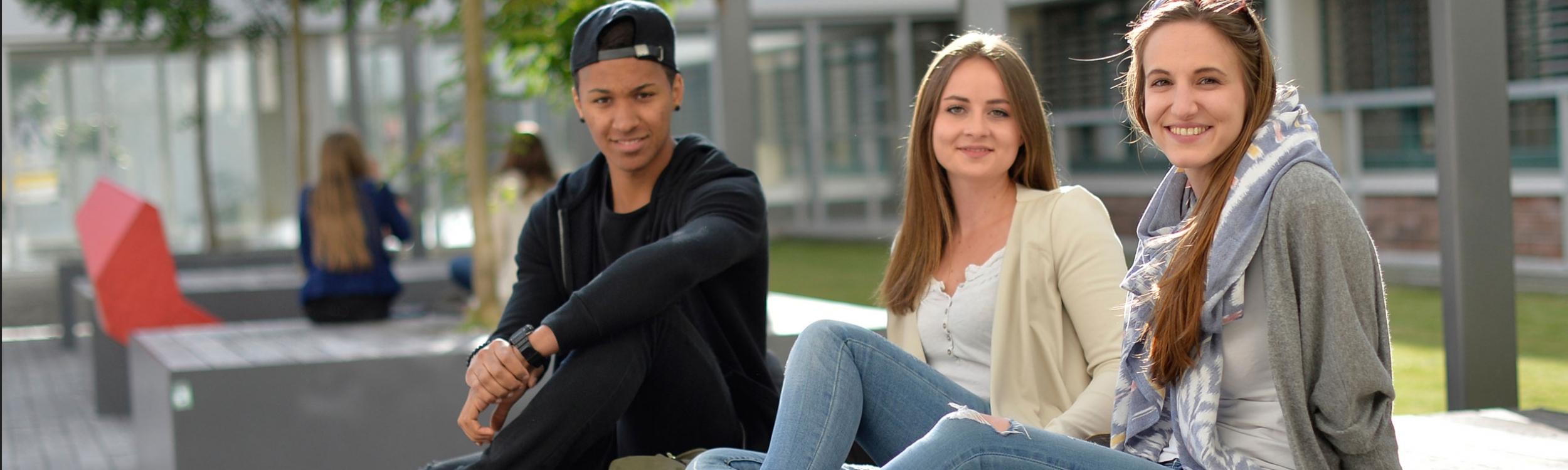 SchülerInnen am Campus