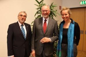 Heinrich C. Mayr, Winfried Müller und Barbara Kaltenbacher  Foto: aau/Hoi