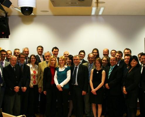 Die 18 Mentoren und ihre Mentees, das VÖWA-Führungs- team und der Kick-off-Moderator Uwe Sommersguter | Foto: aau/Anita Arneitz