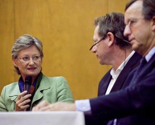 BM Claudia Schmied, Kleine-Zeitung-Redakteur Jochen Bendele und IV-Bereichsleiter Gerhard Riemer | Foto: aau/Wagner