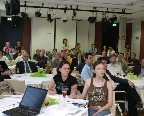 Technisches Fachpublikum, Firmenvertreter und die Presse bei der Präsentation des IT-Campus Kärnten | Foto: aau/Wagner