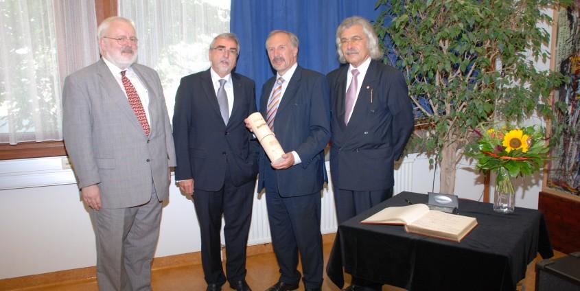 v.li.: Reinhard Neck, Heinrich C. Mayr, Ewald Nowotny, Hans-Joachim Bodenhöfer   Foto: aau/Hoi
