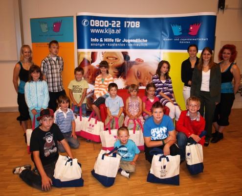Gewinnerinnen und Gewinner mit dem Team der Kinder- und Jugendanwaltschaft Kärnten | Foto: Ragger