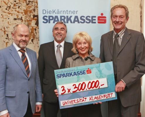 Kooperationsvereinbarung: v.li: Lengauer, Mayr, Menschik-Bendele, Mayr | Foto: aau/Eggenberger