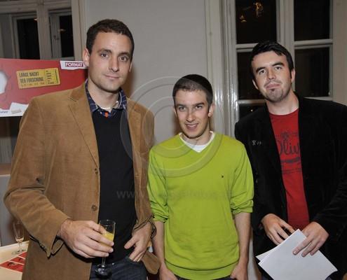 4. Platz für U 11 Was war zuerst da: der Film oder das Spiel? Institut für Anglistik (Foto mit den drei Studierenden bei der Preisübernahme) | Foto: Pressefotos