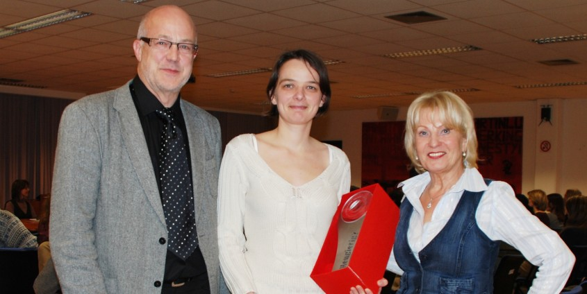 v.l.n.r: Hans Schönegger, Angelika Wiegele, Jutta Menschek-Bendele   Foto: aau/Maier