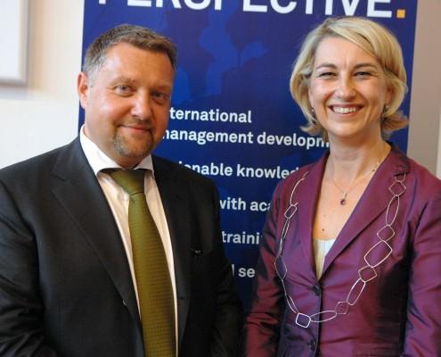 ao. Univ.-Prof. Dr. Robert Neumann und Mag. Andrea Gaal (GM Sony Ericsson)   Foto: aau/MOT