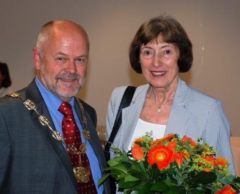 Ehrenbürgerin Melitta Mew und Vizerektor Hubert Lengauer | Foto: aau/KK