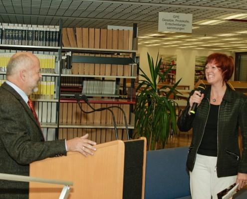 Vizerektor Hubert Lengauer mit Initiatorin Barbara Maier | Foto: aau/Zeitler