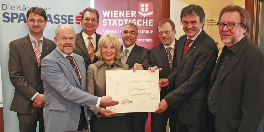 v.li: Petschauer, Lengauer, Hochegger, Menschik-Bendele, Mayr Hammerer, Obertautsch, Egger | Foto: aau/Eggenberger