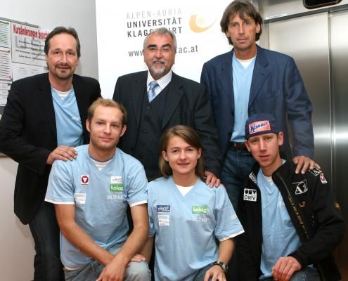 hinten v.l.: LR Schantl, Rektor Mayr, USI-Direktor Preiml; vorne v.l.: Andreas Rapatz, Lisa Holzfeind, Martin Koch | Foto: aau/KK