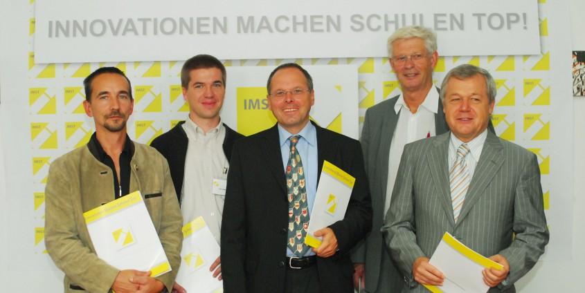 v.l.n.r.:Mag. Josef Derflinger (Lehrer RN Oberösterreich), DI Erik Diewald (Lehrer RN Oberösterreich), Univ.-Prof. Dr. Konrad Krainer (Universität Klagenfurt), Univ.-Prof. Dr. Helmut Kühnelt (Universität Wien), SC Dr. Anton Dobart (BMBWK)   Foto: aau/KK